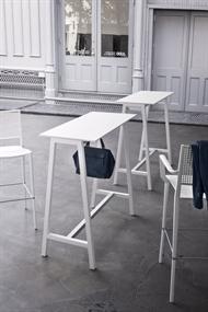 högt litet bord
